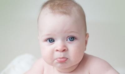 Yeni doğan bebek kusması neden kaynaklıdır ?